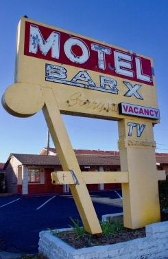 bar-x-motel-denver-vintage-sign
