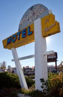 western-hills-motel-sign-denver-co