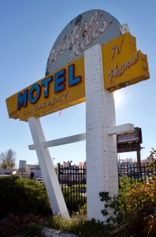 western-hills-motel-sign-denver-co